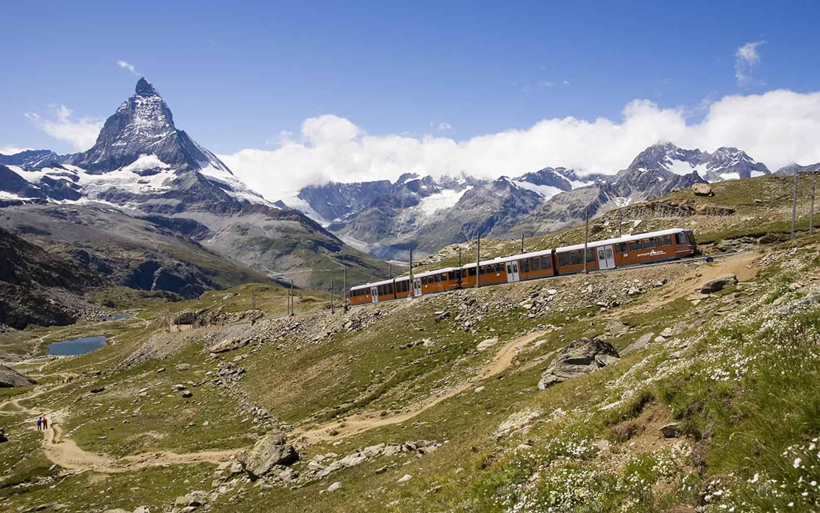 Die Gornegrat Bahn im Schatten des Matterhorn