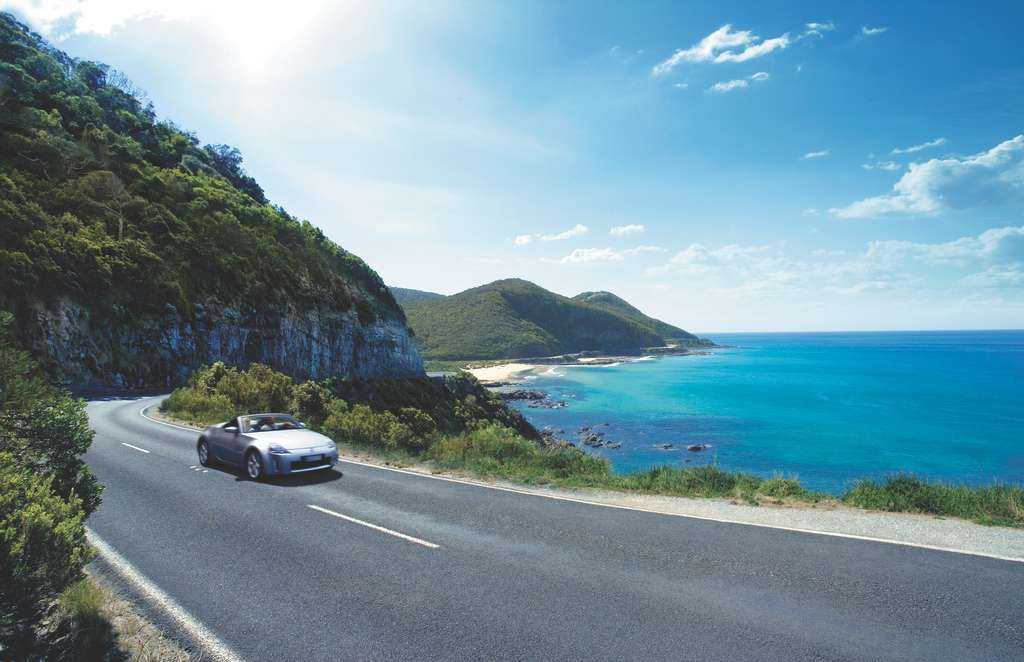 Touring the Great Ocean Road © Tourism Australia
