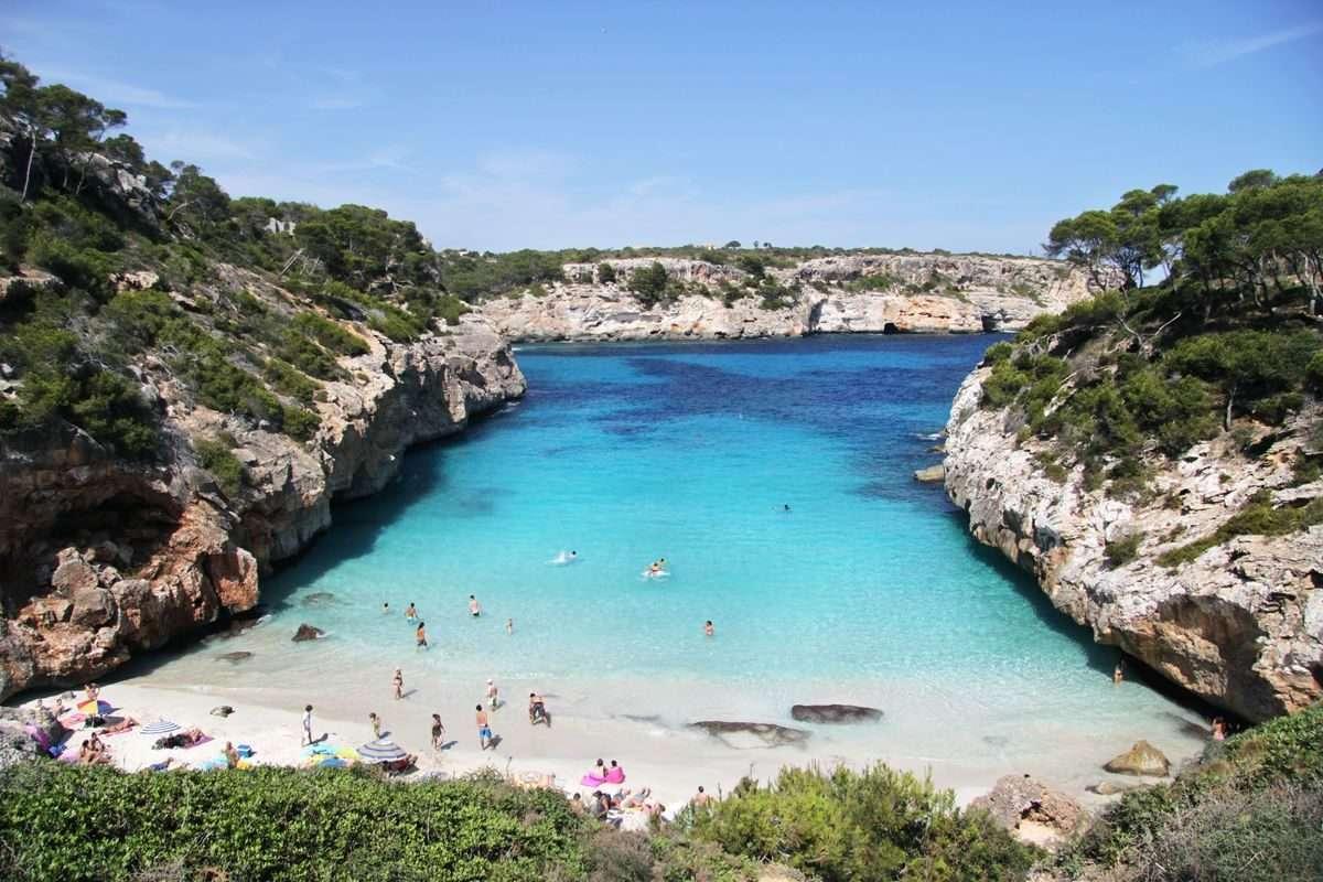 Nach vier Jahren auf Mallorca kennt Robert die Insel ziemlich gut. Caló d'Es Moro ist einer seiner Lieblingsstrände. Die kleine Bucht in der Nähe von Santanyi erreicht man erst nach einem kurzen, aber steilen Abstieg