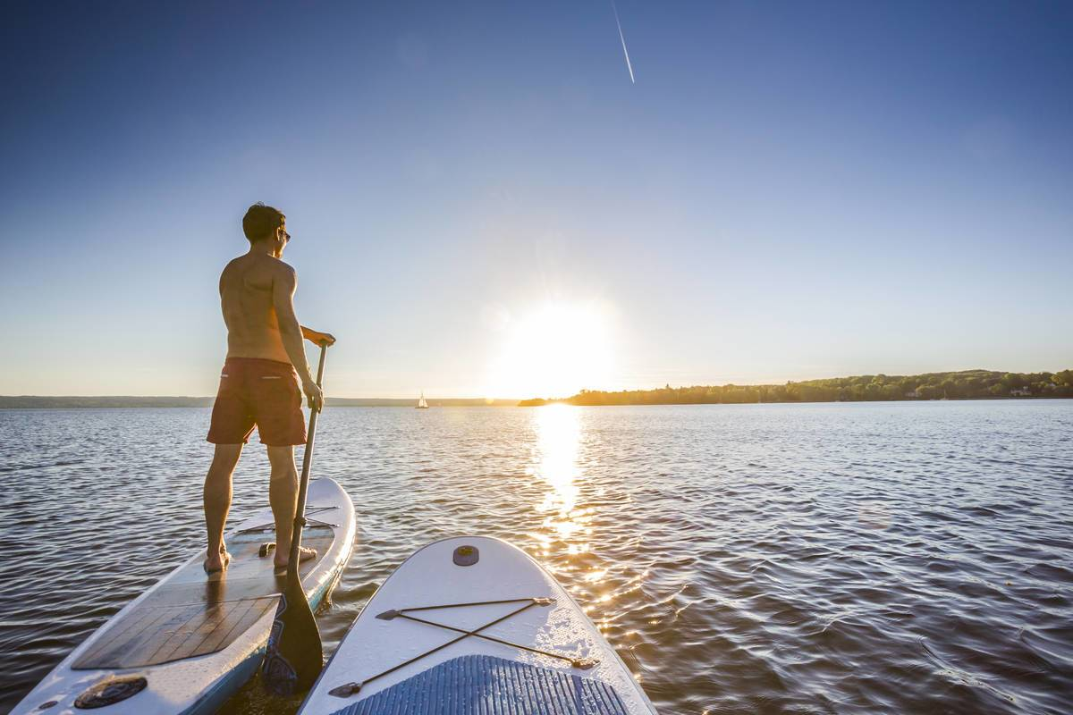 Standup Paddler Im Sonnenuntergang © Adobe Stock - mmphoto