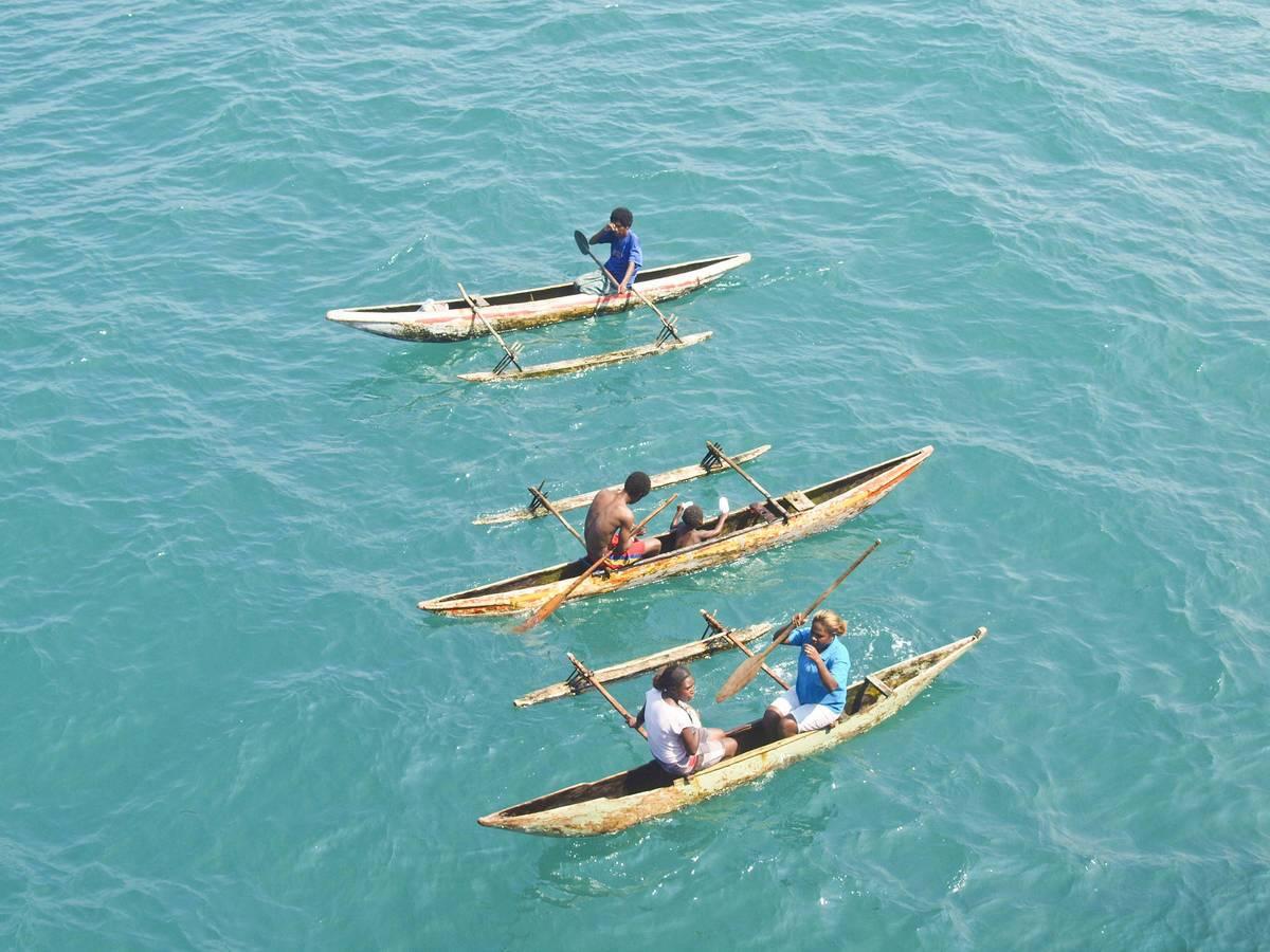 Boote vor der Sepikmündung in Papua Neuguinea © Bernd Schiller