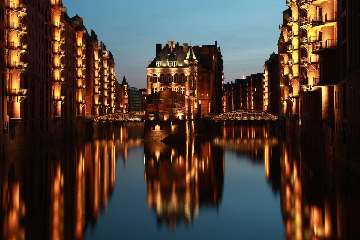 Hamburg Wasserschlösschen in der Speicherstadt © Markus Mainka / AdobeStock