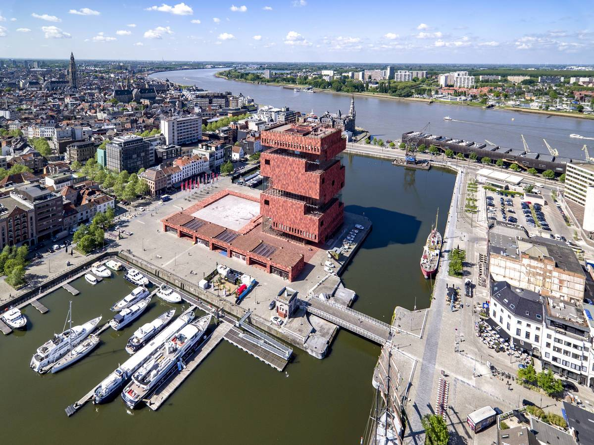 Neuer Glanz im alten Hafen Das MAS (Museum aan de Stroom) thront über dem Hafen © VisitFlanders