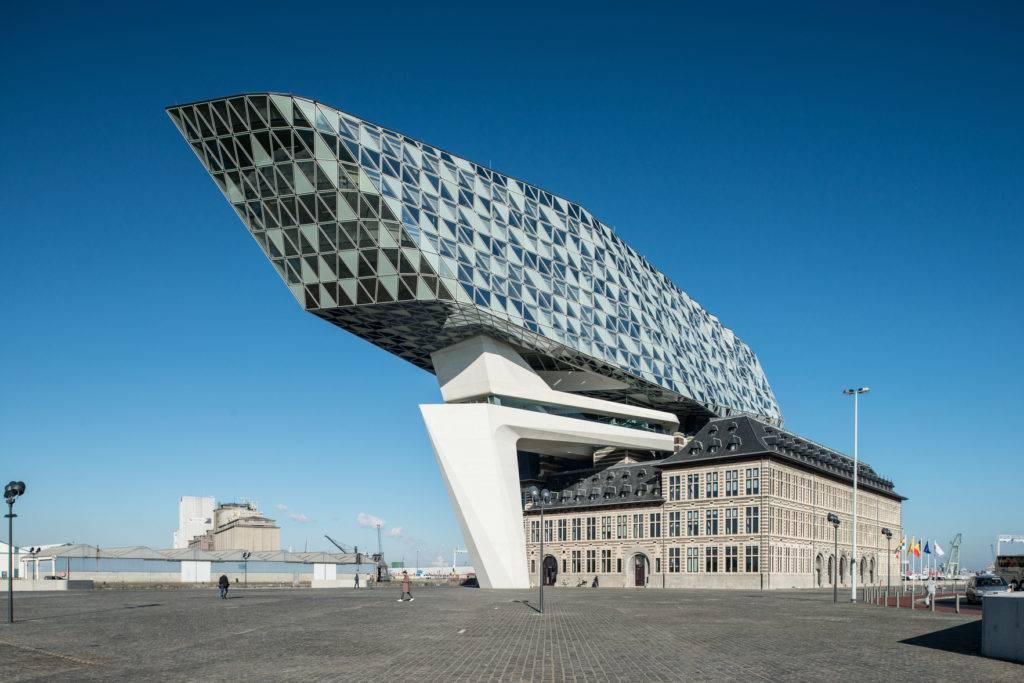 Havenhuis Antwerpen von Zaha Hadid entworfen © Havenbedrijf Antwerpen - Peter Knoop
