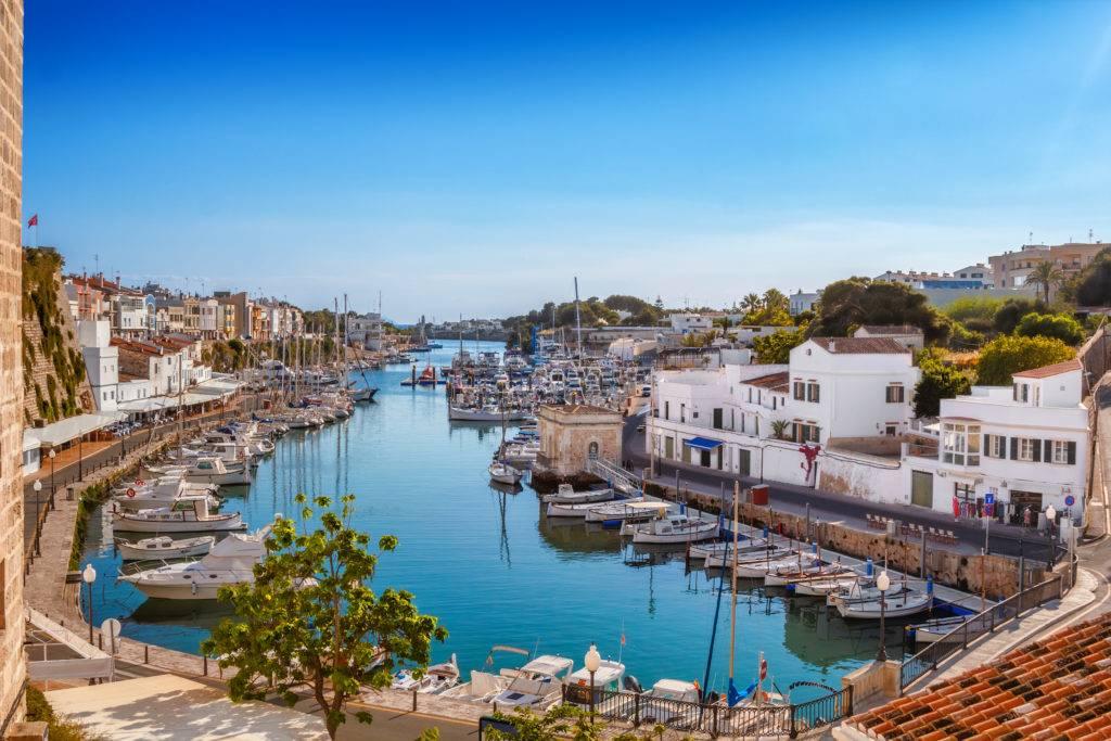 Sicht auf den Hafen von Ciutadella  © tuulijumala / AdobeStock
