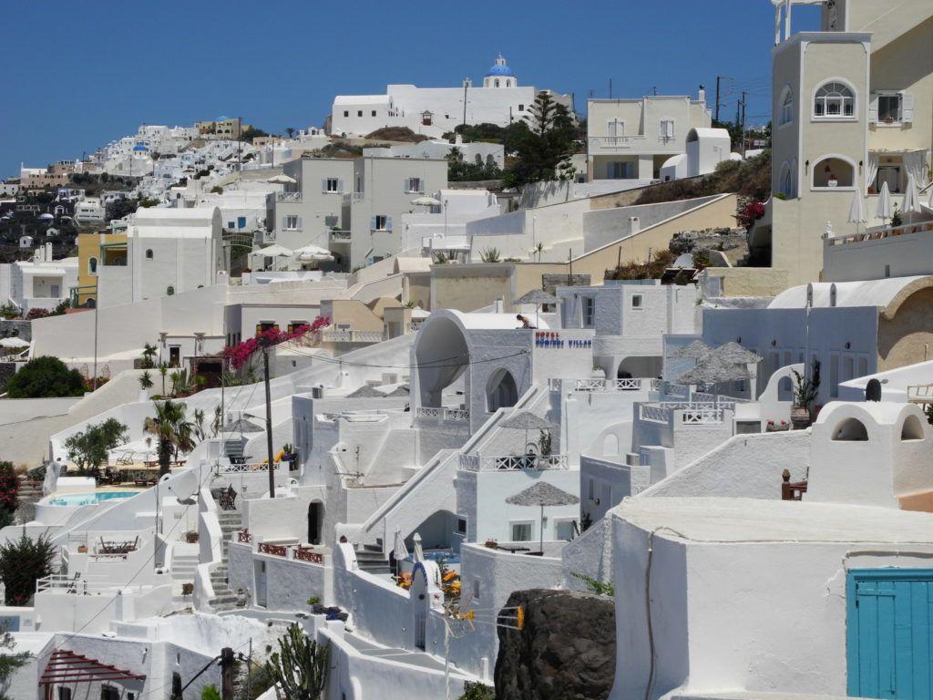 Auf gute Nachbarschaft: Dicht an dicht lebt man hier beieinander – die Orte wie Thíra und Oía auf Santorin haben alles, nur keinen Platz zwischen den Häusern. Aber wen stört's?