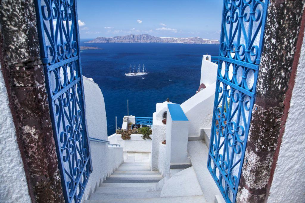 Die Farben Santorins: Weiß und Blau © AdobeStock/Puntostudiofoto Lda