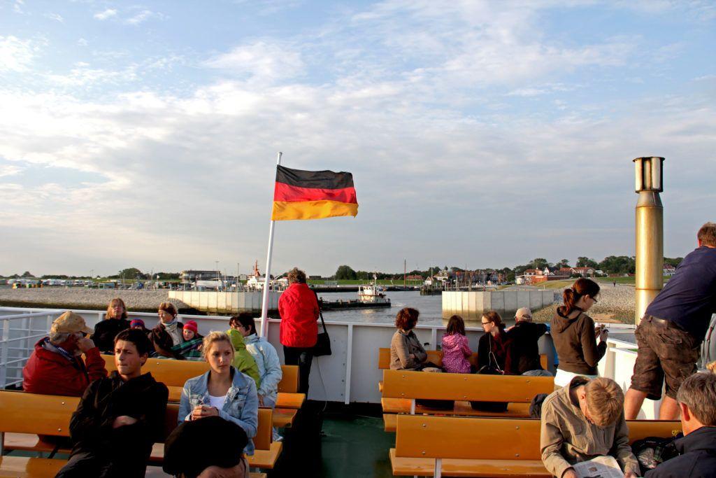 Blick von der Fähre Richtung Hafen Neuharlingersiel